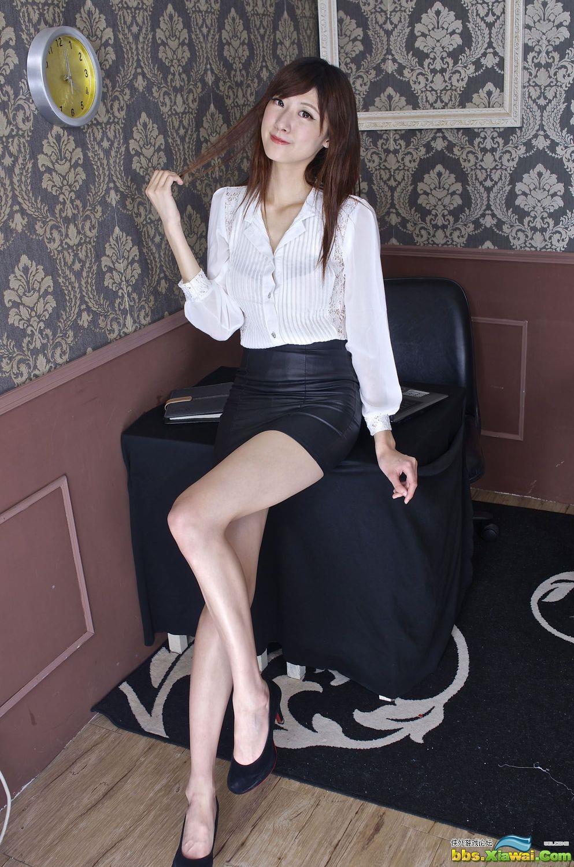 台湾美女Queena林茉晶《制服诱惑》写真图片合集